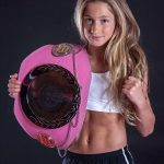 12-jarige Kelsey uit Barendrecht Europees kampioen kickboxen