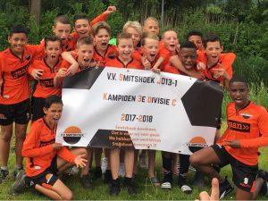 Smitshoek JO13-1 kampioen van 3e divisie door 6-0 overwinning tegen Oranje-Wit