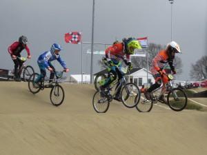 Stijn Ouwens schrijft eerste Nationale BMX wedstrijd op zijn naam