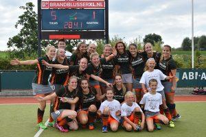 Foto's: Hockeydames winnen eerste thuiswedstrijd van nieuwe seizoen