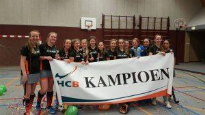Meiden MB6 van Hockeyclub Barendrecht zaalkampioen